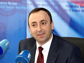 Armenia's Justice Minister Hrayr Tovmsyan to spend vacation in Barnaul