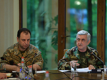 Sargsyan summarizes results of programs for Armenian army officers