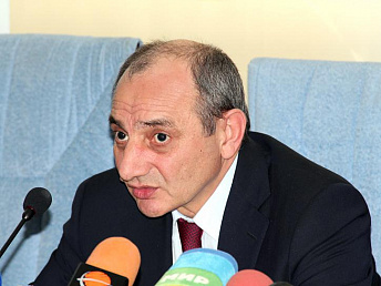 Nagorno-Karabakh president discusses problems and solutions with ministry of health
