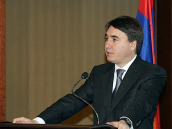 Some 25,000 Armenians emigrate annually; minister says