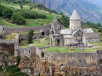 Armenia inches up to 79th place in travel & tourism competitiveness report 2013