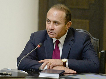 Armenian prime minster leaves for Minsk to attend CIS meeting