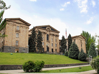Armenian parliament exempts Syrian Armenians from state duties for visa extension
