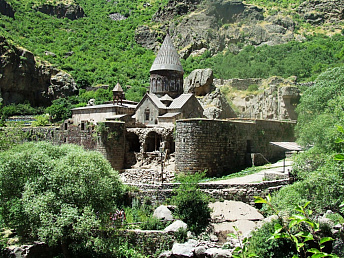 Number of tourists to armenia to grow by 7-10% in 2012 from 2011